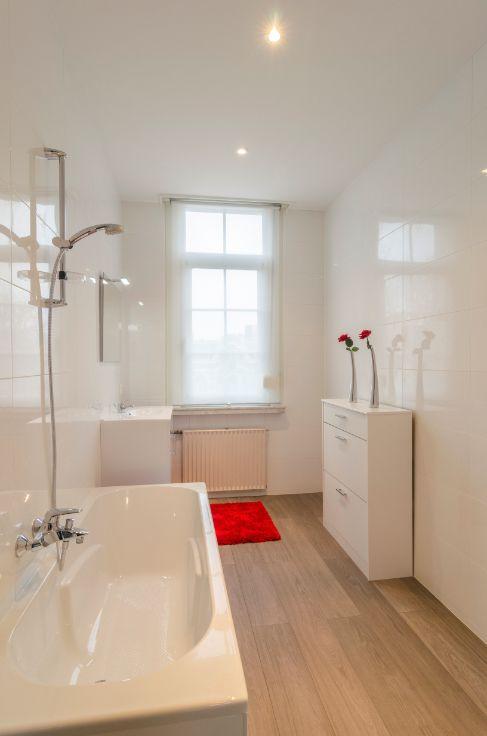 Te koop - Herenhuis 5 slaapkamer(s)  - bewoonbare oppervlakte: 245 m2  - Smaakvol gerenoveerd en instapklaar herenhuis in de gegeerde wijk Pulhof. Trendy stedelijk wonen, met het Nachtegalenpark om de hoek. Vlakbij openbaar  - beveiligde toegang (alarm) - bouwjaar: 1920-01-01 00:00:00.0 - dressing 2 bad(en) -   1 gevel(s) -  3 toilet(ten) -  - eetkamer - oppervlakte kelder: 61 m2 - oppervlakte keuken: 18 m2 - oppervlakte living: 38 m2 - oppervlakte eetkamer: 29 m2