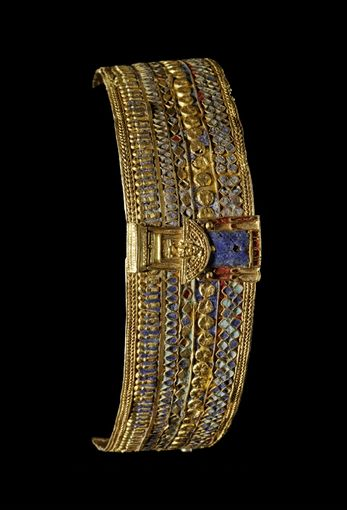 The bracelet belonged to the Queen Amanishakheto and comes from the pyramid (Beg N. 6) in Meroe (Sudan).