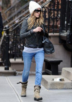 Sarah Jessica Parker combina sus skinny jeans con una cazadora perfecto.