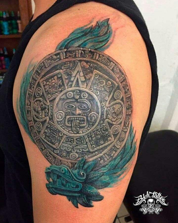 Tattoo (tatuaje) Calendario  Azteca con Quetzalcóatl por Héctor León para Bich Tattoo