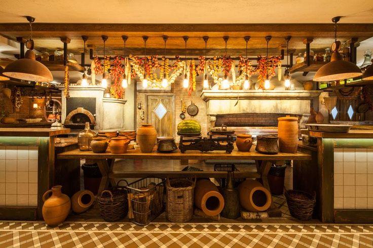 Ресторан грузинской кухни с открытым мангалом и дровяной печью. Огромный детский зал с аниматорами, караоке и летняя веранда на крыше.