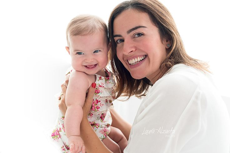 o amor de mãe e bebê é mesmo único!! Neste dia das Mães, nossa homenagem especial ao amor maior da vida!! Bárbara, esta princesinha com 6 meses de vida
