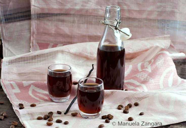How to make coffee and vanilla liqueur