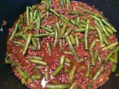 Dit gerecht is makkelijk te maken en geliefd bij groot en klein. Heerlijk voor een doordeweekse avond. Extra lekker met verse sperziebonen. ...