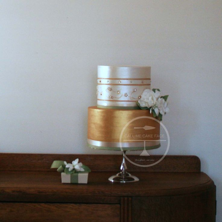 Sweet pearl and antique Wedding Cake.