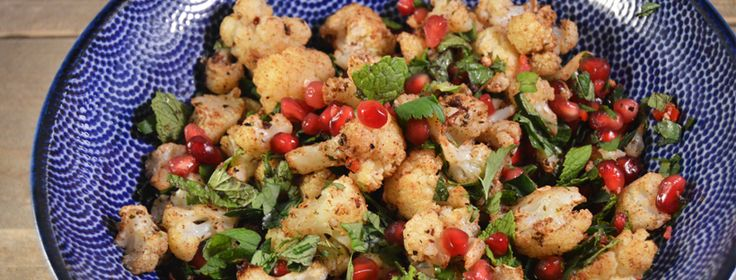Bloemkoolsalade met granaatappel & verse kruiden   2 uit 1