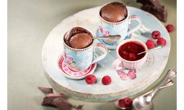 Mug-Cake mit Beerenmix