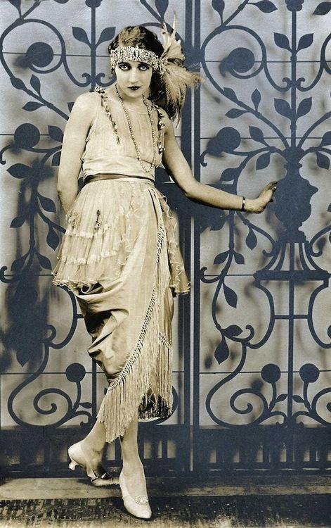 Charmeuse draped gown, Het Leven magazine, 1920