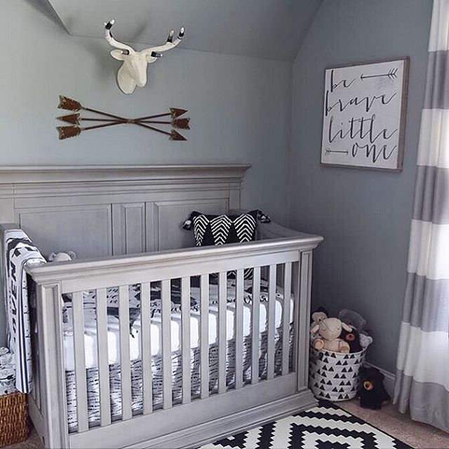 Looking at a monochromatic color pallet for your nursery but afraid it will be boring? No way!  @swallowsgrace did an amazing job mixing so many fun patterns!