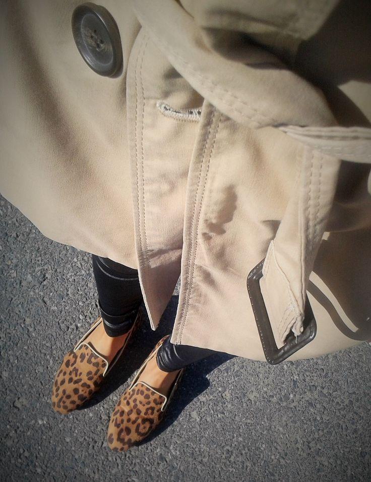 beige, black, walk!