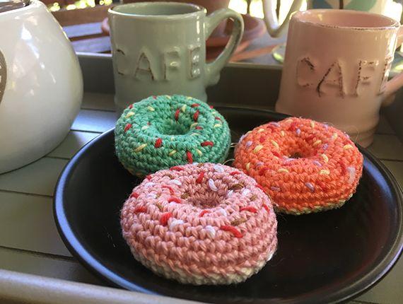 Portachiavi ciambella donuts realizzato all'uncinetto (amigurumi) ideale come bomboniera o idea regalo :D