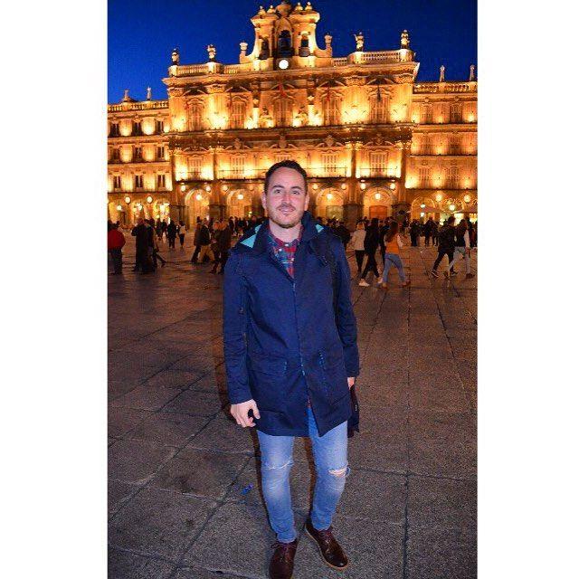#Salamanca #plazamayor #luces #adolfodominguez #spain #calzada #turismo #vacaciones #turism #instapic #instaboy #boy #igers #tbt #smile #castillayleon #casadelasconchas #rana #astronauta #nikon #fotografia #noche #escapada #spain #españa #chico by facresma