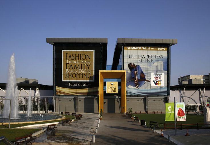 Une vue générale de l'ancien centre international des médias des Jeux d'Athènes 2004, qui est désormais un centre commercial, près du village olympique, le 27 juillet 2014.