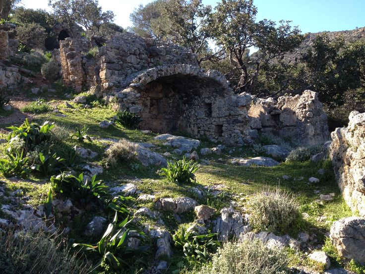 The cemetary of ancient Lissos, the nekropolis, is almost... new. Find out more with dromolatis.gr