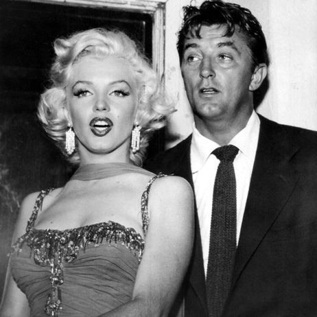 Robert Mitchum and Marylin impeccably outfitted.