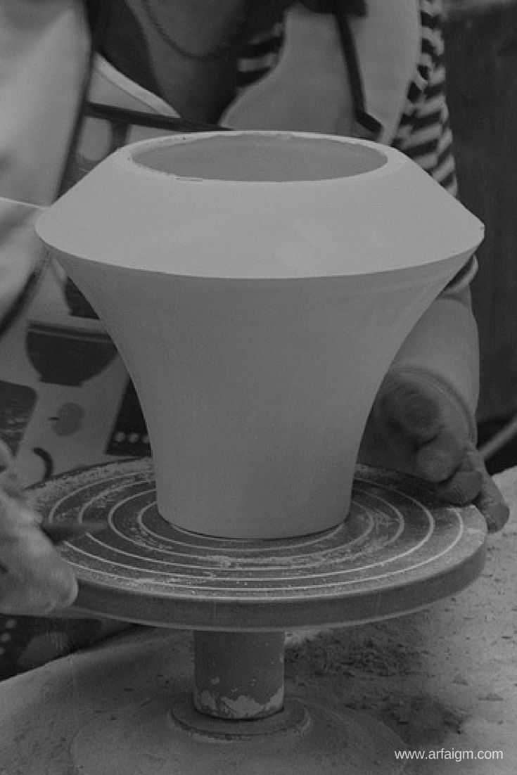 #factory #ceramicsproductionprocess #ceramics #production #manufacture #handmade #scraping  | By Arfai & IGM
