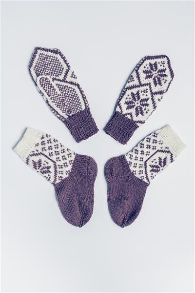 Tema 42: Modell 23a og b Hjerte sokker og votter #strikk #knit #sisu
