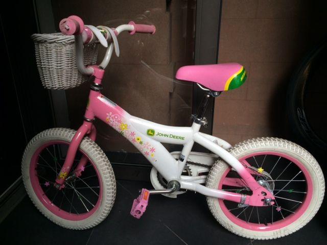 John Deer 16' Girl bike + basket