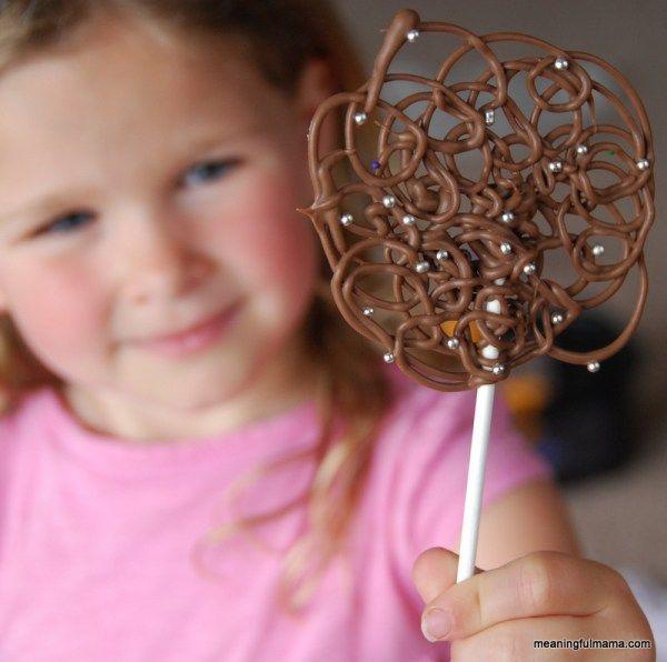 Chocolate Swirl Lollipops - Meaningfulmama.com