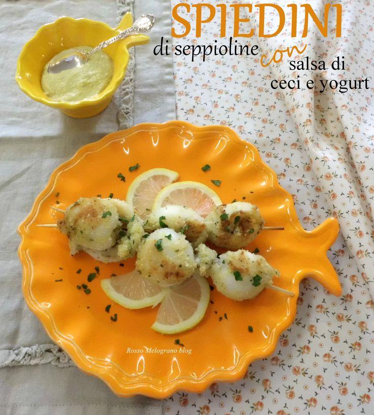 http://rossomelogranoblog.blogspot.com/2014/10/voglio-vivere-cosi-col-sole-in-fronte.html Spiedini di seppioline con salsa di yogurt e ceci