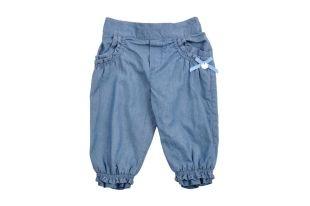 Pantalón para bebe niña en color azul. Cintura elastizada al igual que el ruedo. Dos bolsillos adelante.
