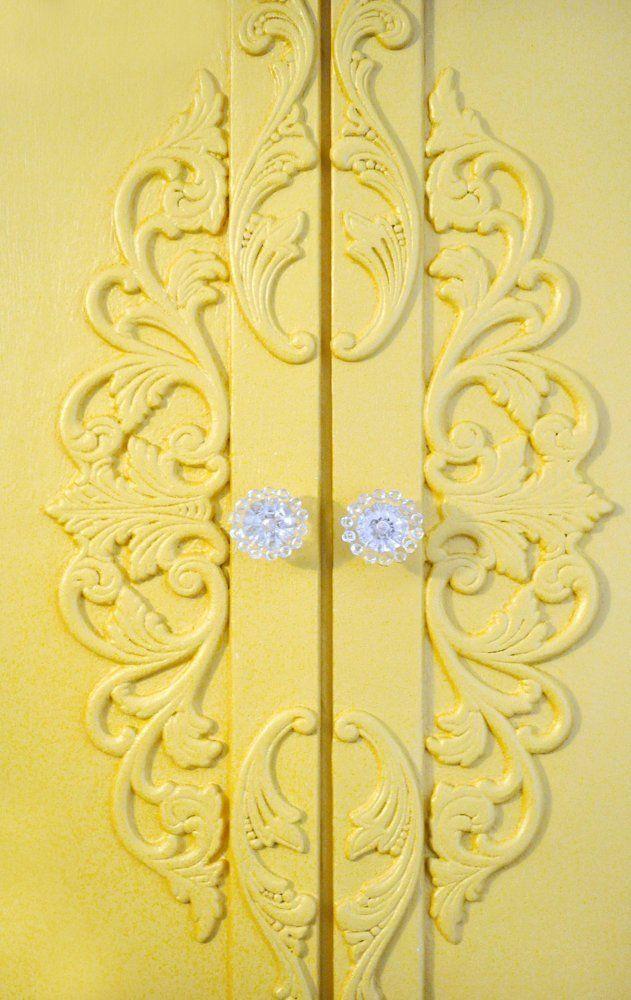 yellow.quenalbertini: Pale yellow doors