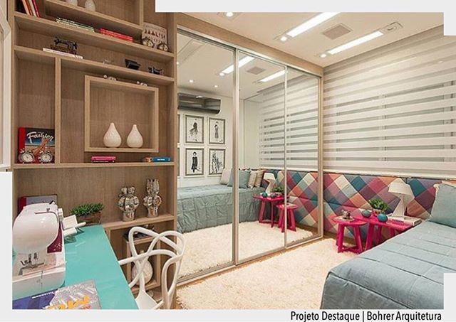 Lindo quarto com cabeceira estofada xadrez. O espelho na porta de correr do guarda-roupa proporcionou profundidade visual. Arquiteturade❤️  @fellipelima.fotografia  #arquiteturadecoracao #olioli_lifestyle #adquarto #adquartomenina