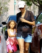 Halle Berry beautiful pregnant