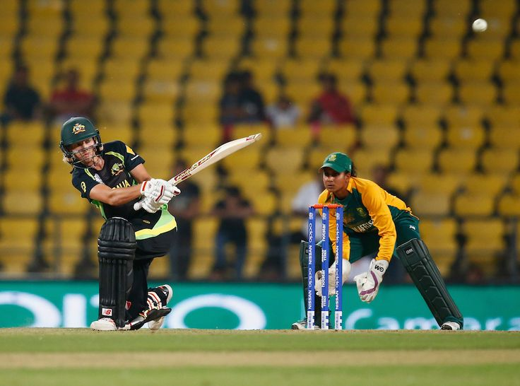 Meg Lanning of Australia sweeps during her unbeaten knock of 30 with 5 boundaries, Australia v South Africa, Women's World T20, Nagpur, March 18, 2016. Australia won the match with 105/4 in 18.3 overs.