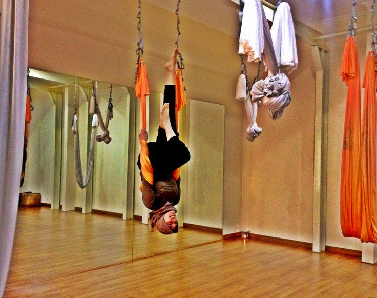 www.informasiyoga.com/jengnad  #antigravity #yoga #aerial #suspensionfitness