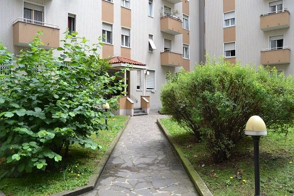 GRECO – BICOCCA, Viale delle Rimembranze. Bel trilocale posto ad un piano rialzato con giardino privato. http://www.rossomattone.eu/Milano_Greco_Bicocca_Milano_Affitto_Trilocale_Viale_delle_Rimembranze_di_Greco-h145-m19-s14-p16.html?&conta_lista=6&metodo=DESC&ordina=
