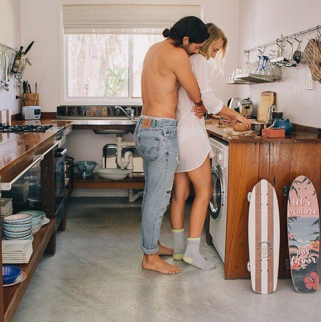 всего есть фото секса студентов на кухонном столе каждым днём