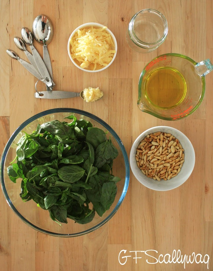Homemade Basil Pesto. I love nothing more than a nice pasta dish with pesto. Why not make your own?Voor Basilicum, Food Style, Yummy Food, Nature Gluten, Basilicum Pesto, Gluten Free, Food Photography, Basil Pesto, Homemade Basil
