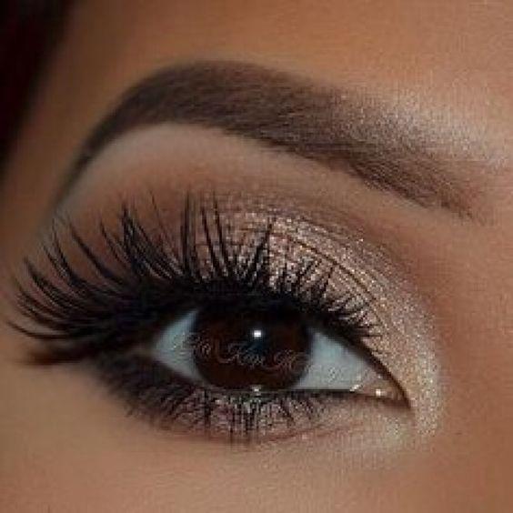 Voici 10 idées de maquillage pour sublimer vos yeux marrons ! Lequel choisiriez…
