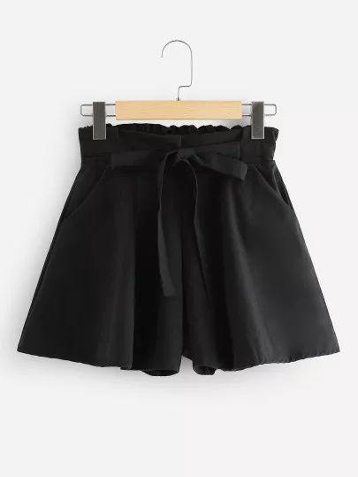 Shorts con cravatta a vita arricciata