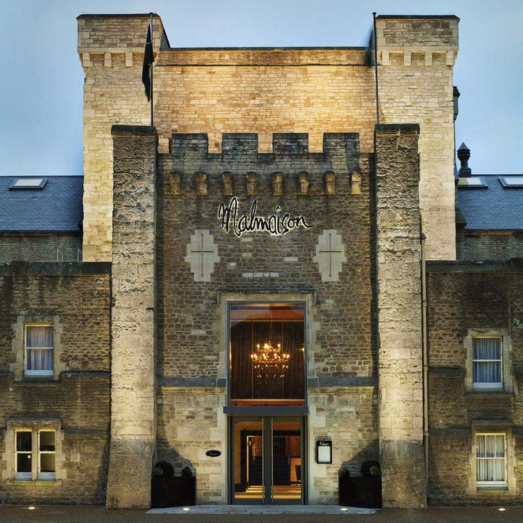 The old Oxford castle and the prison near it were revamped to this new luxury hotel - Malmaison Oxford Hotel - which blends the domineering aura of authentic castles with all the modern lifestyle technologies.