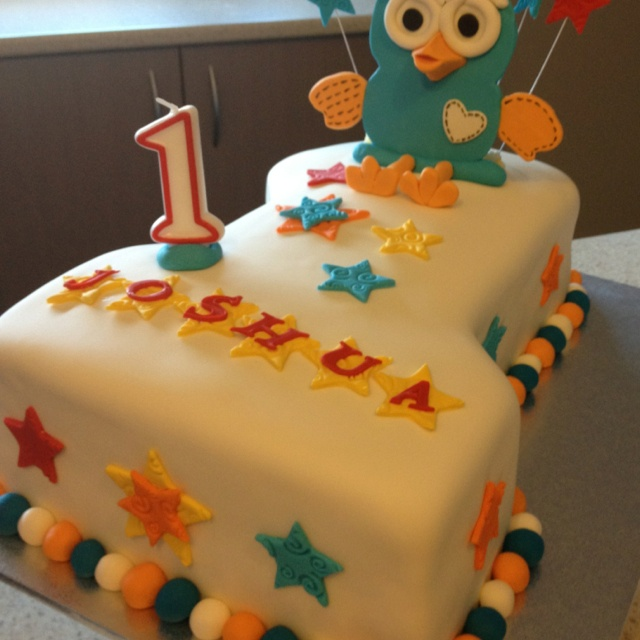 giggle and hoot themed cake - By Divine Sugafixx... so cute :)