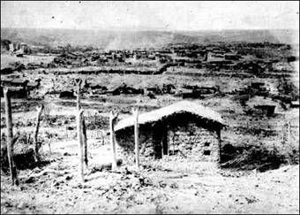 Bahia, Canudos (séc 18) - à margens do rio Vaza-Barris. Com a chegada de Antônio Conselheiro em 1893 , ele rebatizou o local de Belo Monte.