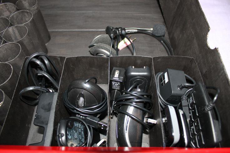 Uma caixa de arrumações que fiz muito especial. Saibam tudo aqui - http://encroixyable.blogspot.pt/2015/01/uma-caixa-para-arrumacoes-muito-especial.html