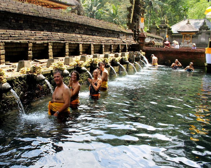 SACRED SPRINGS of TIRTA EMPUL Temple were created by the God Indra and for balineses to have healing, physical and spiritual properties. The holy water springs through 12 sources, must use 10 of them, since the other 2 are to honor the dead.
