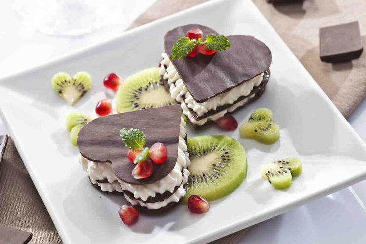 Czekoladowa kanapka z kremem i owocami. #kiwi #czekolada #słodkości #walentynki #smacznastrona #tesco #przepisy #przepis #mniam