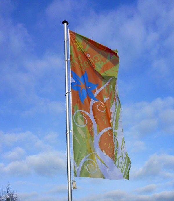 """Fahne bedruckt ohne Hohlsaum mit individuellem Motiv auf Spezialfahnenstoff """"Flagmesh"""", sehr gut geeignet für windstarke Regionen!"""