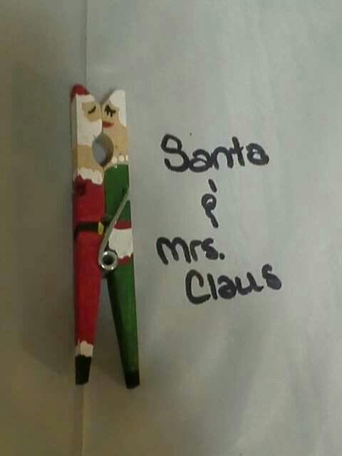Clothes pin kissing couple. Clothes pin craft diy. Santa & Mrs. Claus. Christmas craft