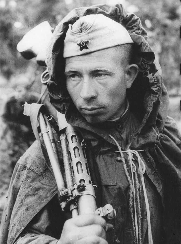 Gunner Guard Yefim Costin, who was awarded the Order of the Red Star. Leningrad Front, August 1944.
