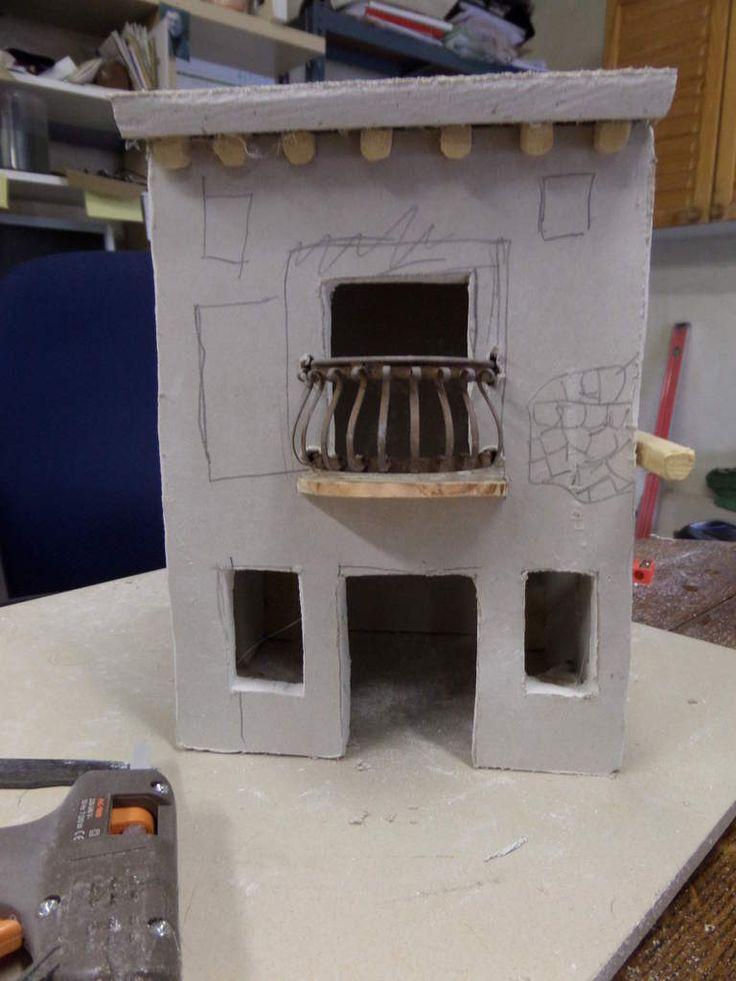La maison est en placo recouvert d'enduit seul le balcon a été acheté à Naples.