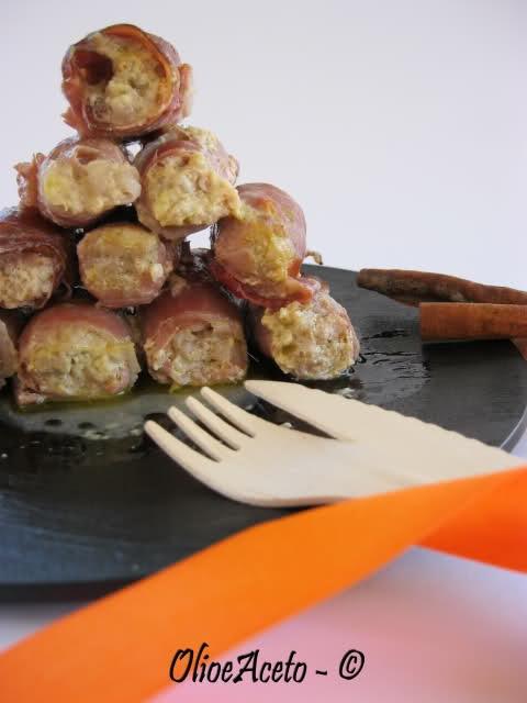 Bacon rolls with minced pork in lemon sauce - involtini di speck con tritato di maiale in salsa di limone