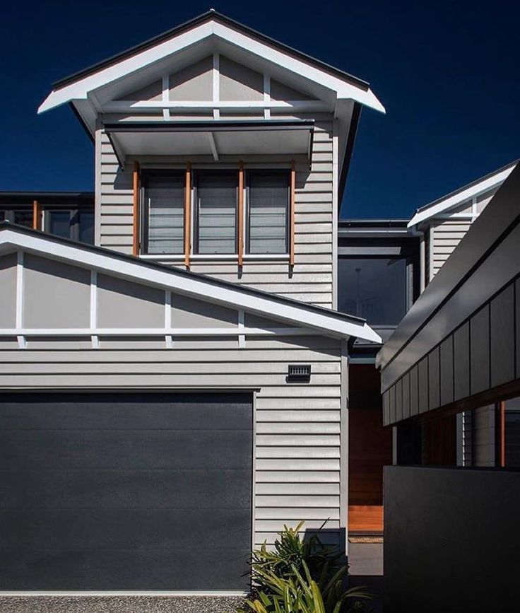 Always love the bold colours of a @bighouselittlehouse renovation and the lines Scyon Linea casts. Beautiful work. #australianarchitecture #architecture #exteriordesign #exterior #scyonwalls