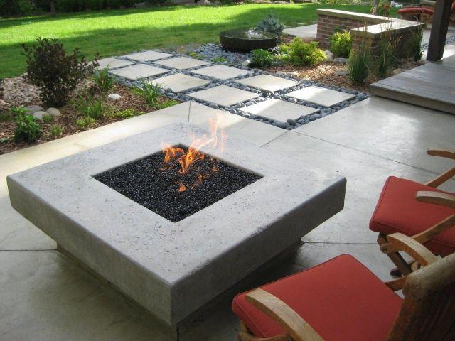 moderne terrasse feuerstelle stein fliesen kies   – Melissa Spearman