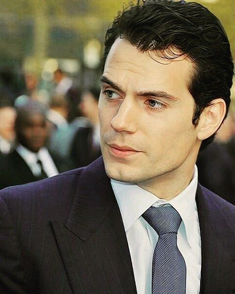 He can absolutely do no wrong !! #HenryCavill #stud #swoon #thud #fangirldown