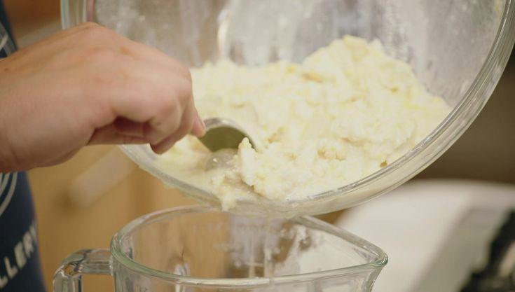 Dit is een heel oud recept en een voorloper van de gazpacho. Het is een koude, Spaanse soep waarvan de belangrijkste ingrediënten wit brood en amandelen zijn.